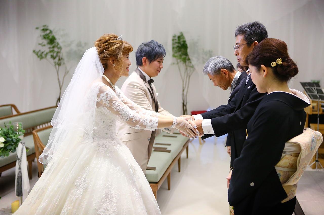 て こらえ 式 結婚 笑っ て